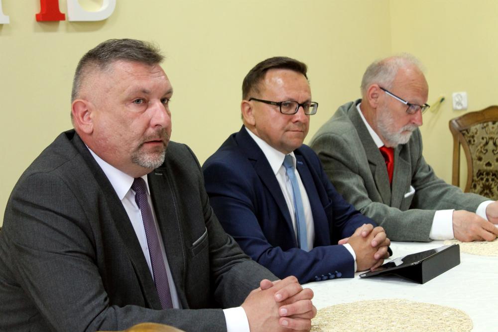Żeligowski, Kozłowska i Lesman poza PIS-em