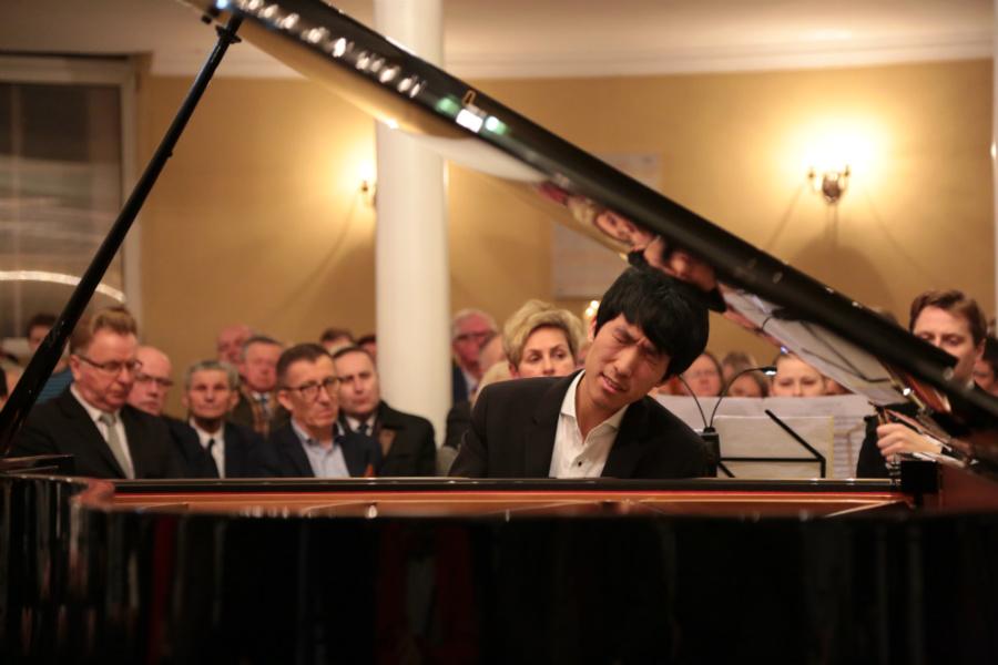 Młodziutki pianista z USA olśnił pabianiczan
