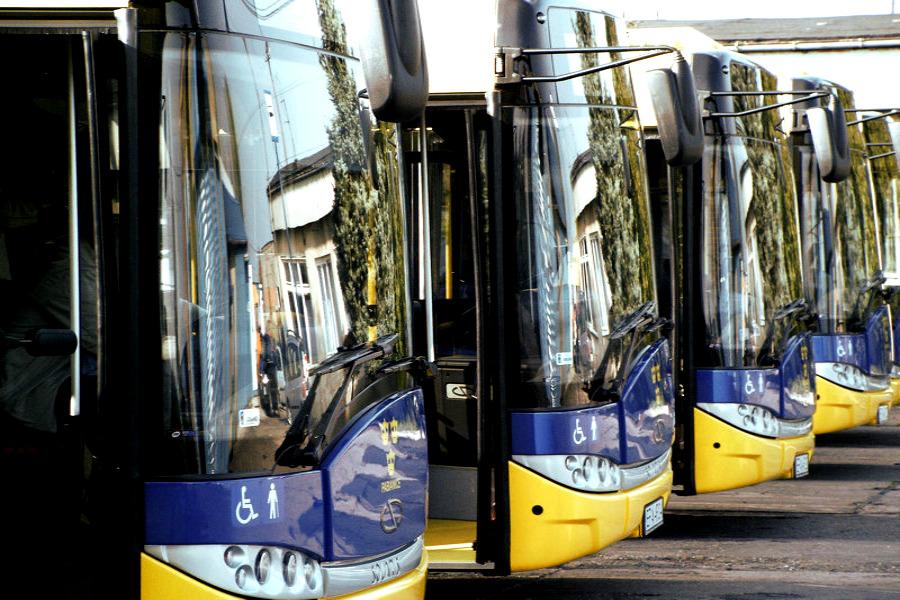 Zmiany w komunikacji od września (autobusy i pociągi)