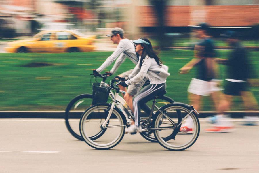Rowerzyści szaleją na chodnikach, piesi zagrożeni. Co na to Straż Miejska?