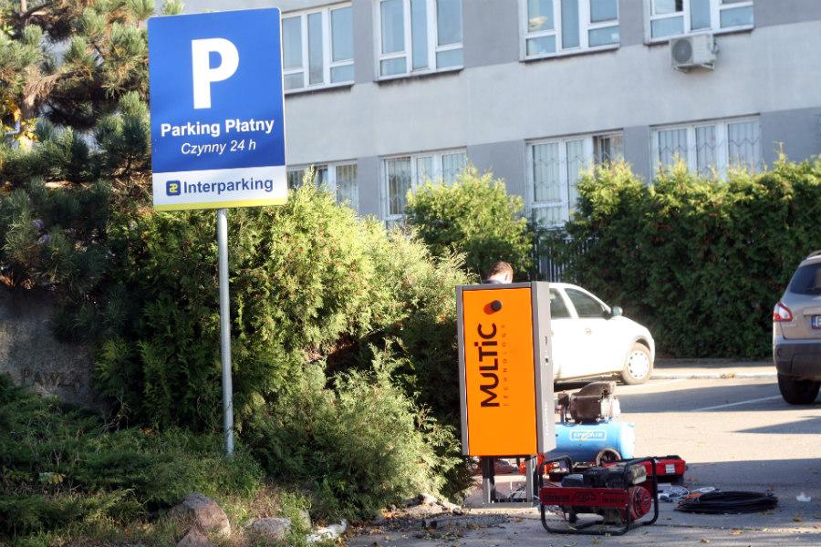 Pacjenci dalej płacą 24 godziny za parkowanie pod szpitalem