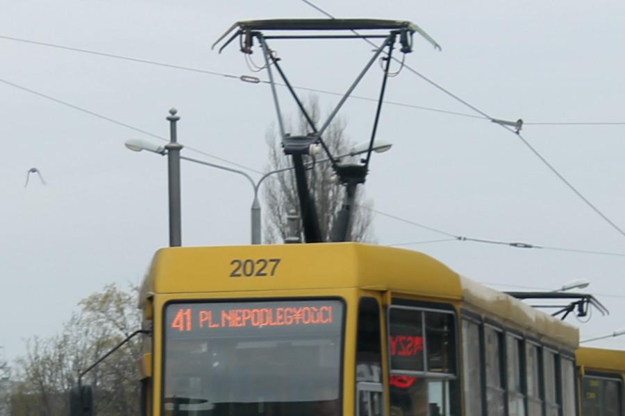 Zderzenie tramwaju i osobówki. Ruch szynowców wstrzymany
