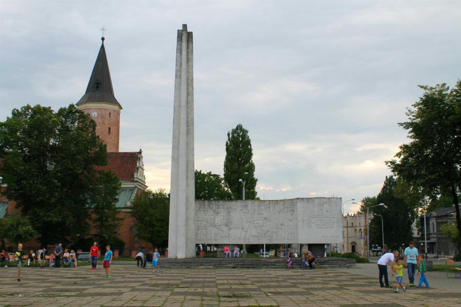 Ministerstwo proponuje translokację pomnika. Znajdzie się chętny?