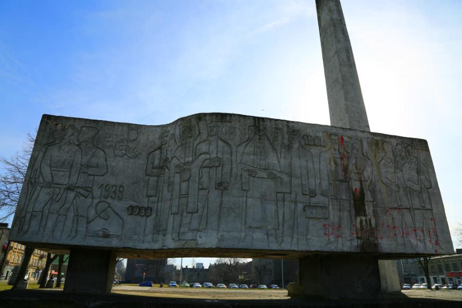 Pomnik znów nie do ruszenia