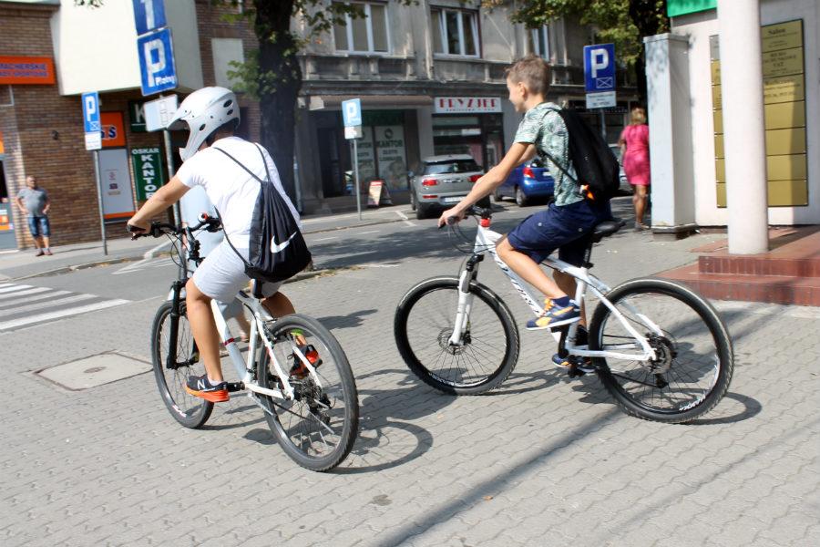 Rowerzyści skazani na oddalający się w czasie remont torowiska. Co ma rower do tramwaju?