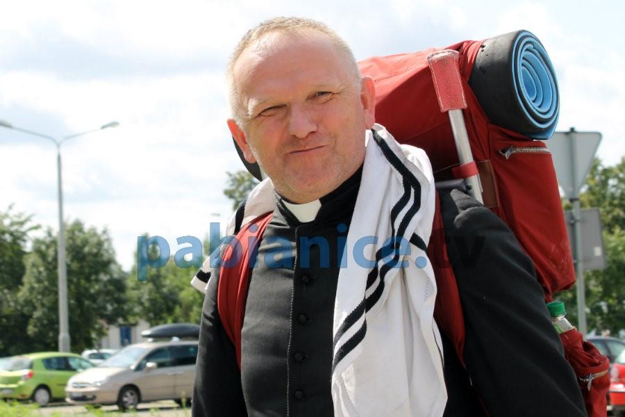 Słynny, niepokorny ksiądz Wojciech Lemański w Pabianicach