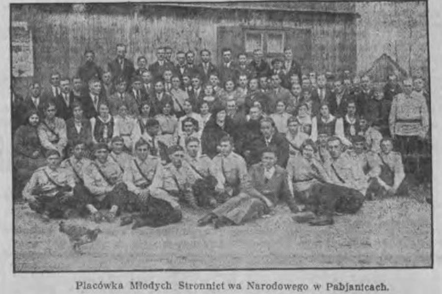 Narodowcy ze starej fotografii