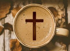 Nie stój przed kościołem. Księża zapraszają na kawę