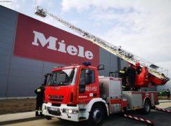 Strażacy w akcji na terenie fabryki Miele