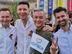 Gej z Pabianic w protest songu z całusami [VIDEO]