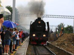 Pabianiczanie licznie powitali zabytkowy pociąg