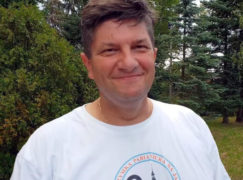 """Pielgrzym Mackiewicz: """"Odpoczywam od polityki, telefonów i sms-ów"""" [VIDEO]"""