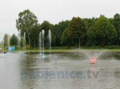 """Kolorowe fontanny """"zatańczyły"""" na Lewitynie [VIDEO]"""