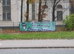 W centrum na banerze wspominają tragicznie zmarłego kolegę