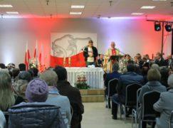 Do domu kultury na niepodległościową mszę przyszły tłumy wiernych