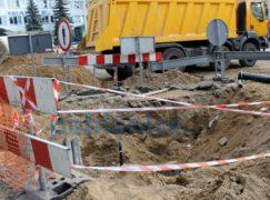 Pabianajs Tajms: Na Moniuszki odkryto rury, w których płynie mleko i miód