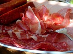 Proboszcz zezwolił na jedzenie mięsa tuż po świętach