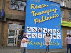 Nowy mural w centrum Pabianic. Z aktualnym przesłaniem