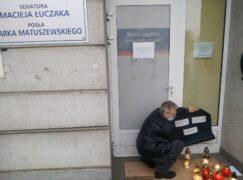 Pogrzeb praw kobiet przed biurem PiS