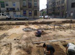 Kości z ulicy Warszawskiej przekazane na cmentarz komunalny. Nie oznacza to końca poszukiwań
